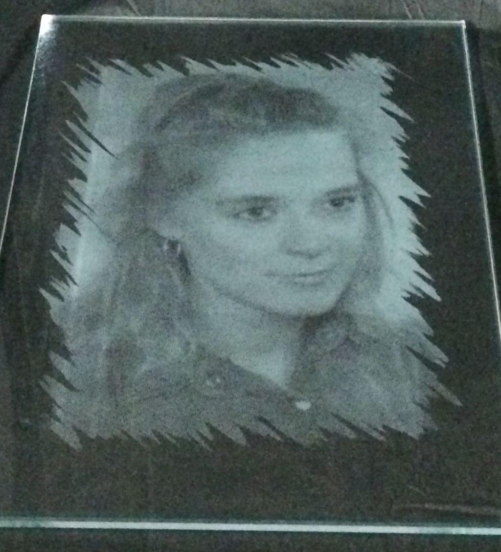 Mädchen auf Glas