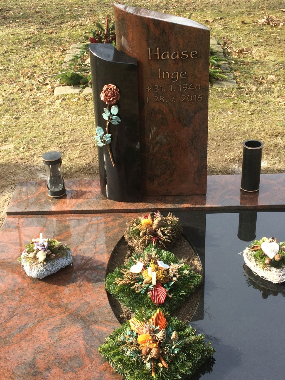 zweiteilige Abdeckung für Urnenanlage